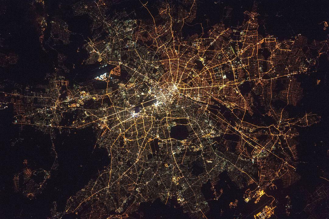 Imagen nocturna de satélite de Berlín (Fuente: NASA)