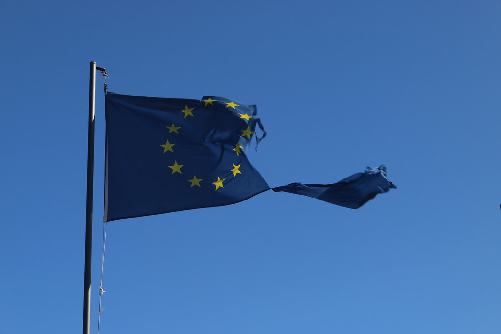 Bandera europea rota (Fuente: Flickr)